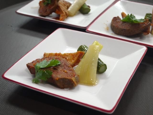豚の肺と豚ガツの麻辣和え/旬のアスパラガスと長ネギの焼き山椒マリネ