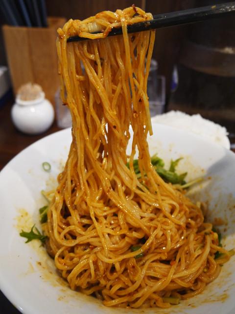 汁なし重慶小麺も、汁ありと同じ細麺使用