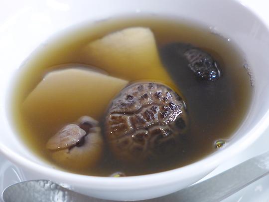 たけのこ、椎茸、貝柱、竜眼の養生スープ