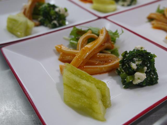 豆板醤のミミガーあえ/春菊と豆腐のあえもの/白ウリの甘酢づけ