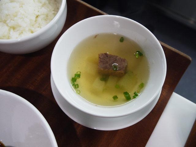 牛スネ肉と冬瓜の蒸しスープ