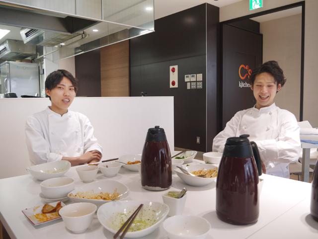 将来、共同で中華&イタリアンのお店の開業を目指している若き2人の料理人