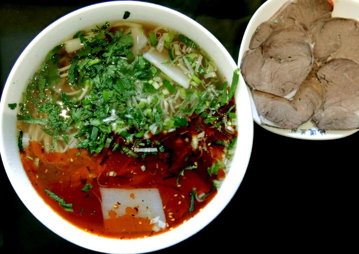 蘭州市「搭山半坡牛肉面」の蘭州拉麺