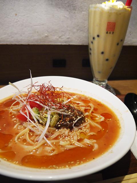 アボカドトマト麻辣担々涼麺+タピオカマンゴーミルクティーセット1,200円(税別)