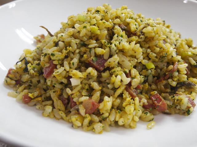 A:オリーブの葉の漬け物、腸詰、神奈川産恵寿卵の炒飯