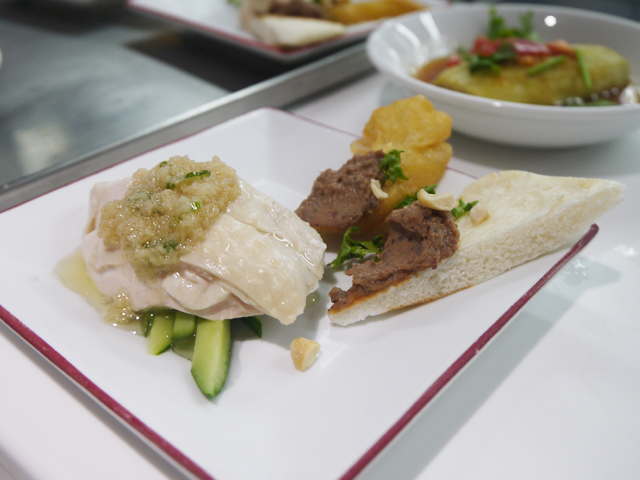鶏レバーペーストと揚げパン/ボイル鶏の生姜ソースがけ