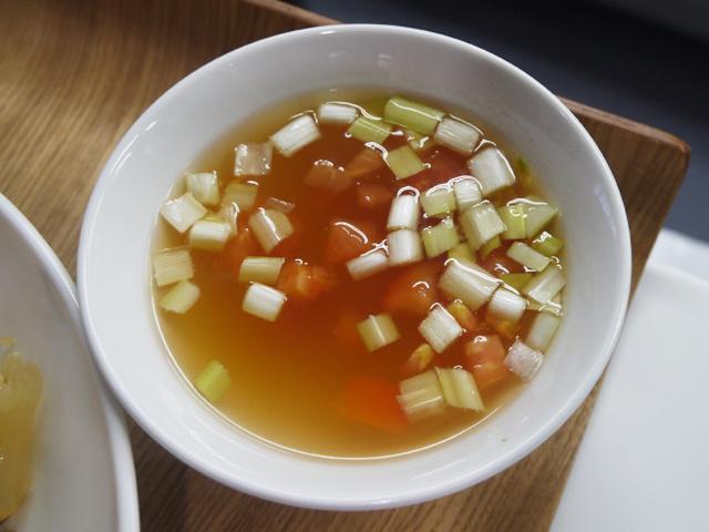 トマトと黄ニラのスープ
