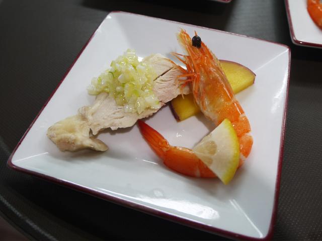 有頭海老のレモン風味/蒸し鶏の葱生姜ソース/サツマイモの杏露酒漬け