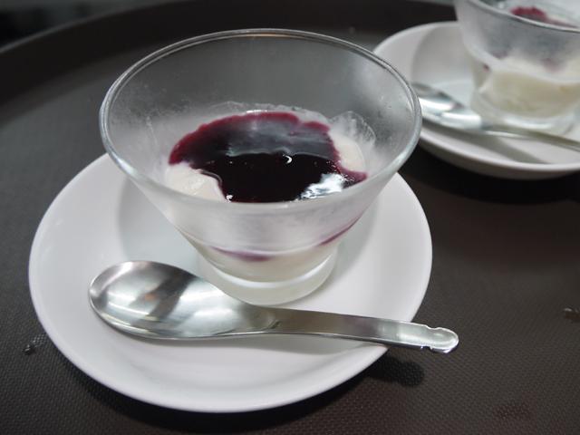 甘酒ココナッツプリン発酵ブルーベリーかけ(甜酒椰子布丁)