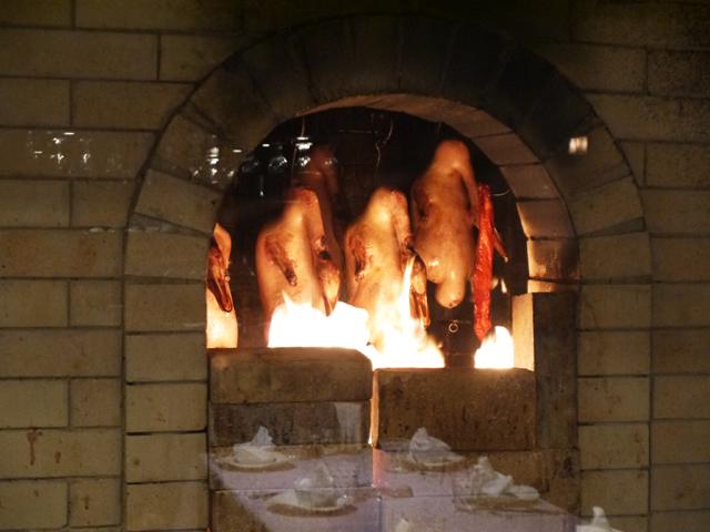 直火または窯などで熱気を用いて加熱する調理法が、烤(カオ)