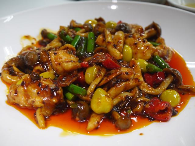 B:鶏もも肉のピリ辛香味炒め