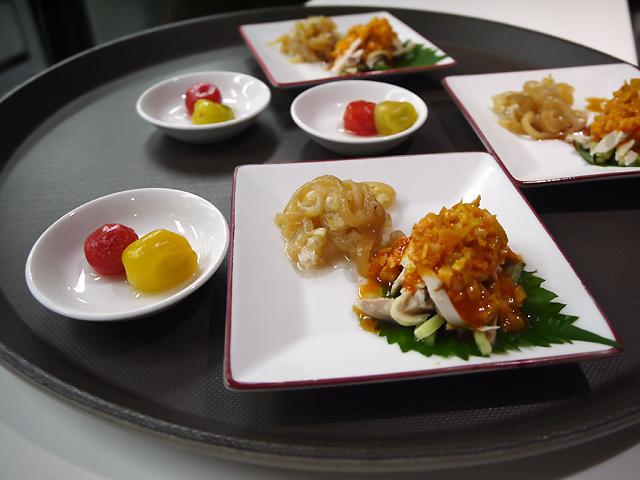 ミニトマトの杏露酒漬け/クラゲの前菜 ~ネギソース和え~/鶏肉のゴマソースがけ