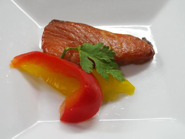 鮭の香味焼き/パプリカ2色甘酢漬
