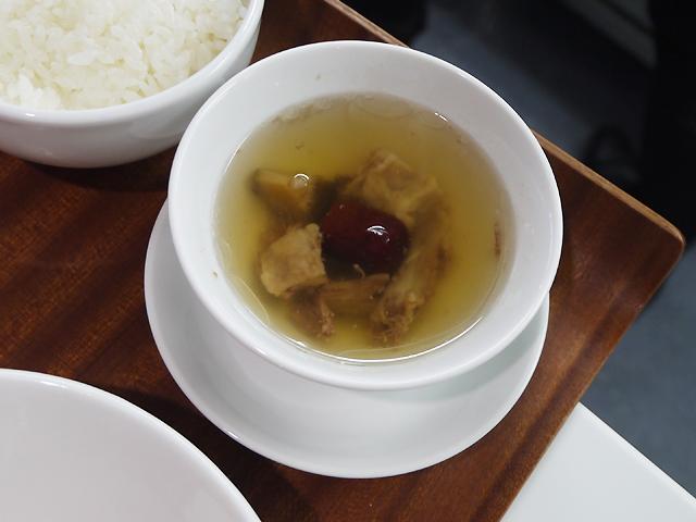 牛テール入り蒸しスープ