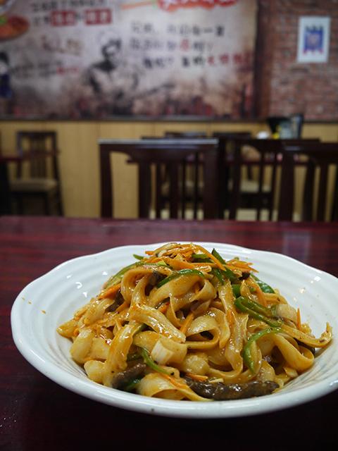 麻辣牛肉麺885円