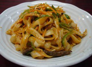 新小岩「鑫燃(きんねん)」の麻辣牛肉麺885円