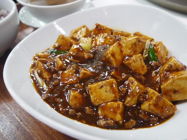 B:大豆ミートを使った麻婆豆腐 古代米ご飯と共に