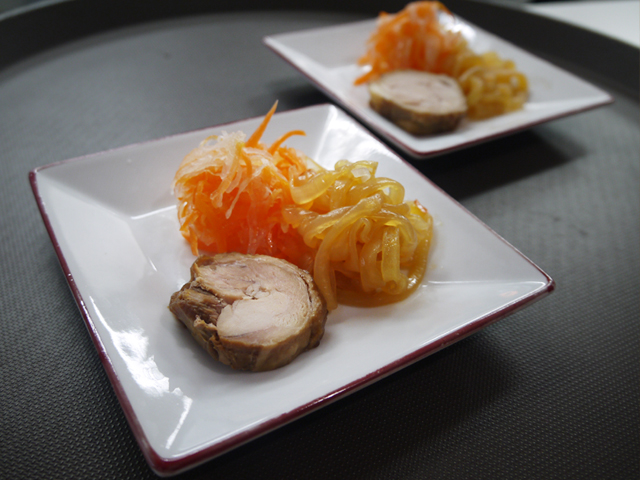 大根と人参の甘酢漬け/クラゲの冷製/鶏肉の香料醤油煮