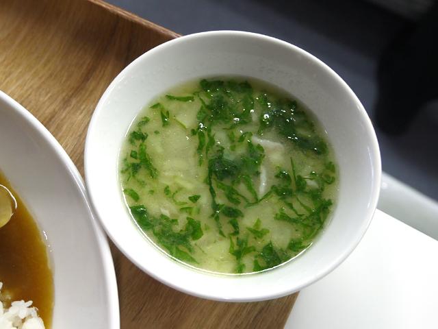 豚バラとしんとり菜の白湯スープ
