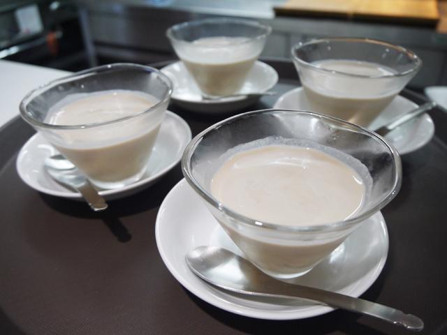 栗の甘露煮と白玉入り冷たいお汁粉