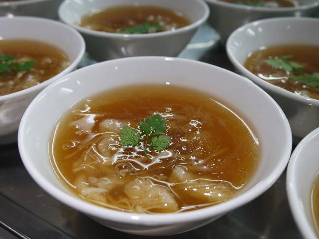 ふかひれと衣笠茸の上湯とろみスープ 干し貝柱風味