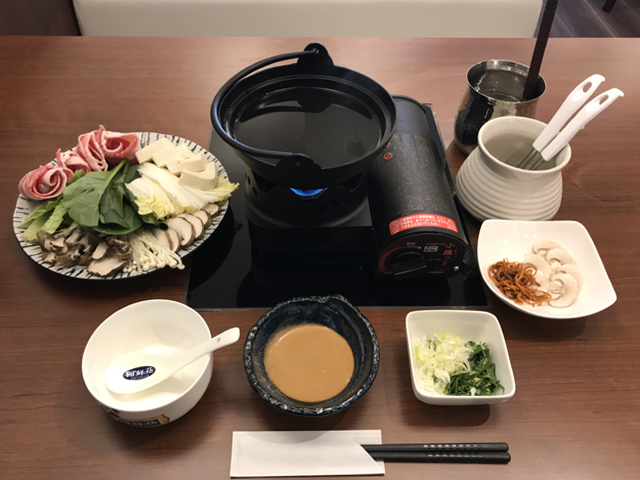 「何鮮菇(ホーシェング)」のキノコ鍋980円