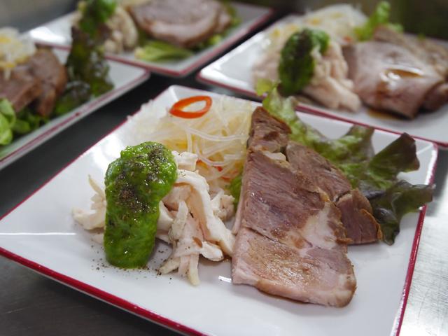 芝蘭特製チャーシュー/蒸し鶏の青ネギ花椒ソース/さっぱり春雨サラダ