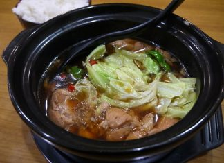 黄燜鶏米飯(ファンメンジーミィファン)
