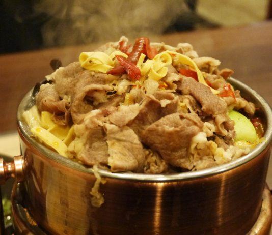 小岩「裕香苑」のラム肉火鍋セット950円