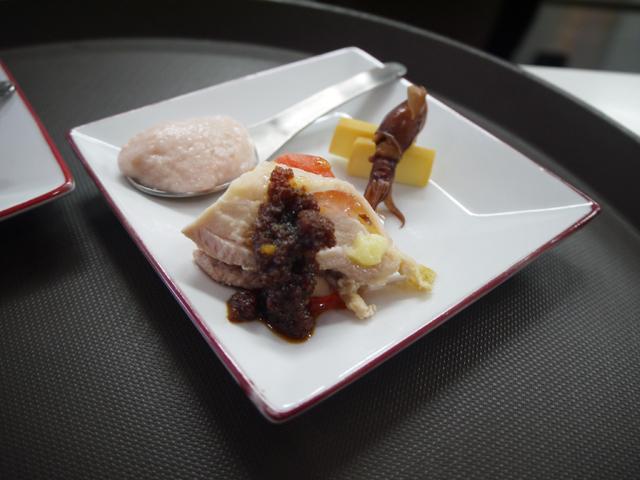 伊達鶏のよだれ鶏/大根と桜エビのムース/ホタルイカの紅琥珀漬