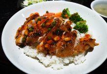 池袋「鮮入圍煮」のオルレアン風の鳥丼842円