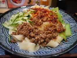 末広町「思泊湖 蘭州牛肉麺」の手打ち牛肉ビャンビャン麺880円
