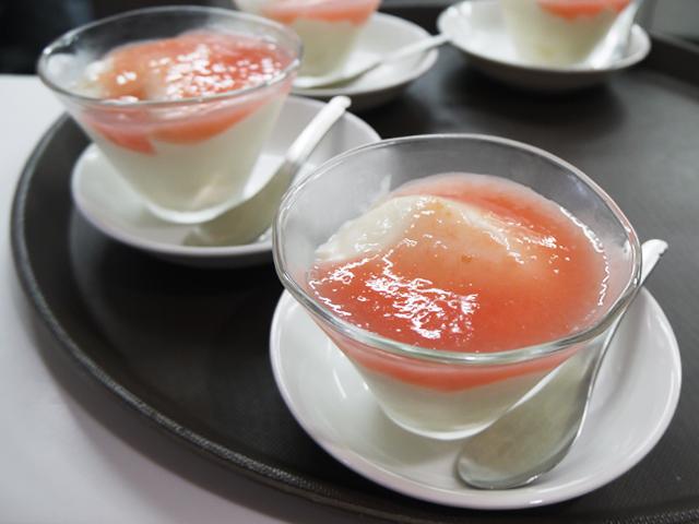 杏仁豆腐 ルバーブソース