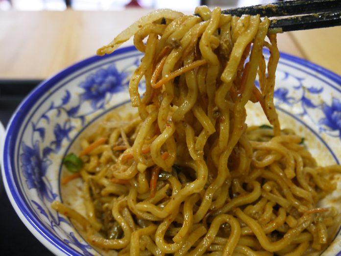 尾久「南北麺館」の熱乾麺700円