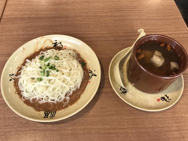 拌麺と虫草花炖鴨肉罐