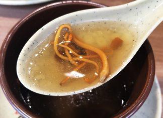 「日本沙県食坊 御徒町店」の冬虫夏草の花と鴨肉の蒸しスープ