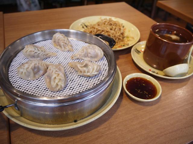Cセット:拌麺と蒸し餃子とスープのセット(拌面&柳叶蒸餃&炖罐)1,380円