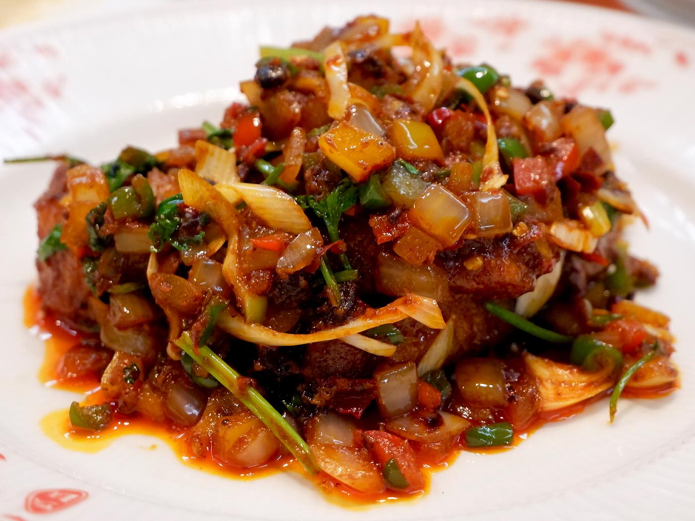 豉辣羊排(フランス産ラムスペアリブの辛味豆豉炒め)
